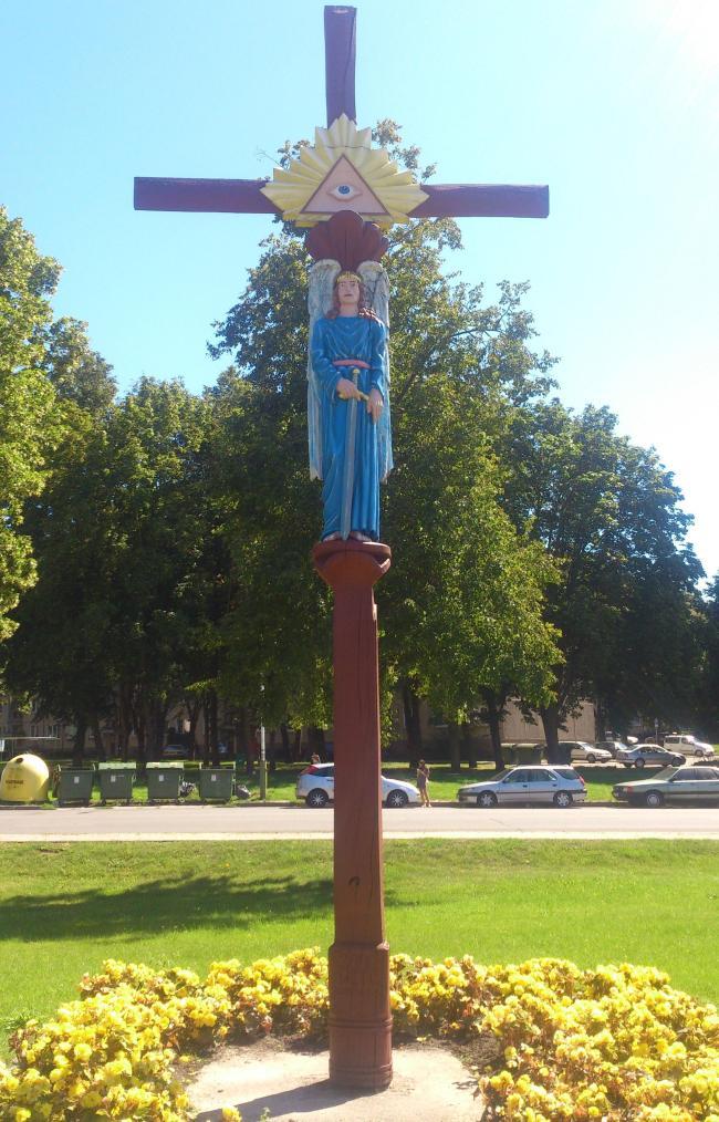 Illuminatensymbol mit Engel am Kreuz